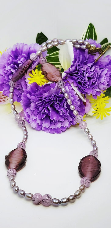 Purple and pearls necklace