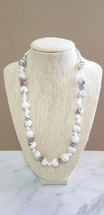 Howlite necklace (white)