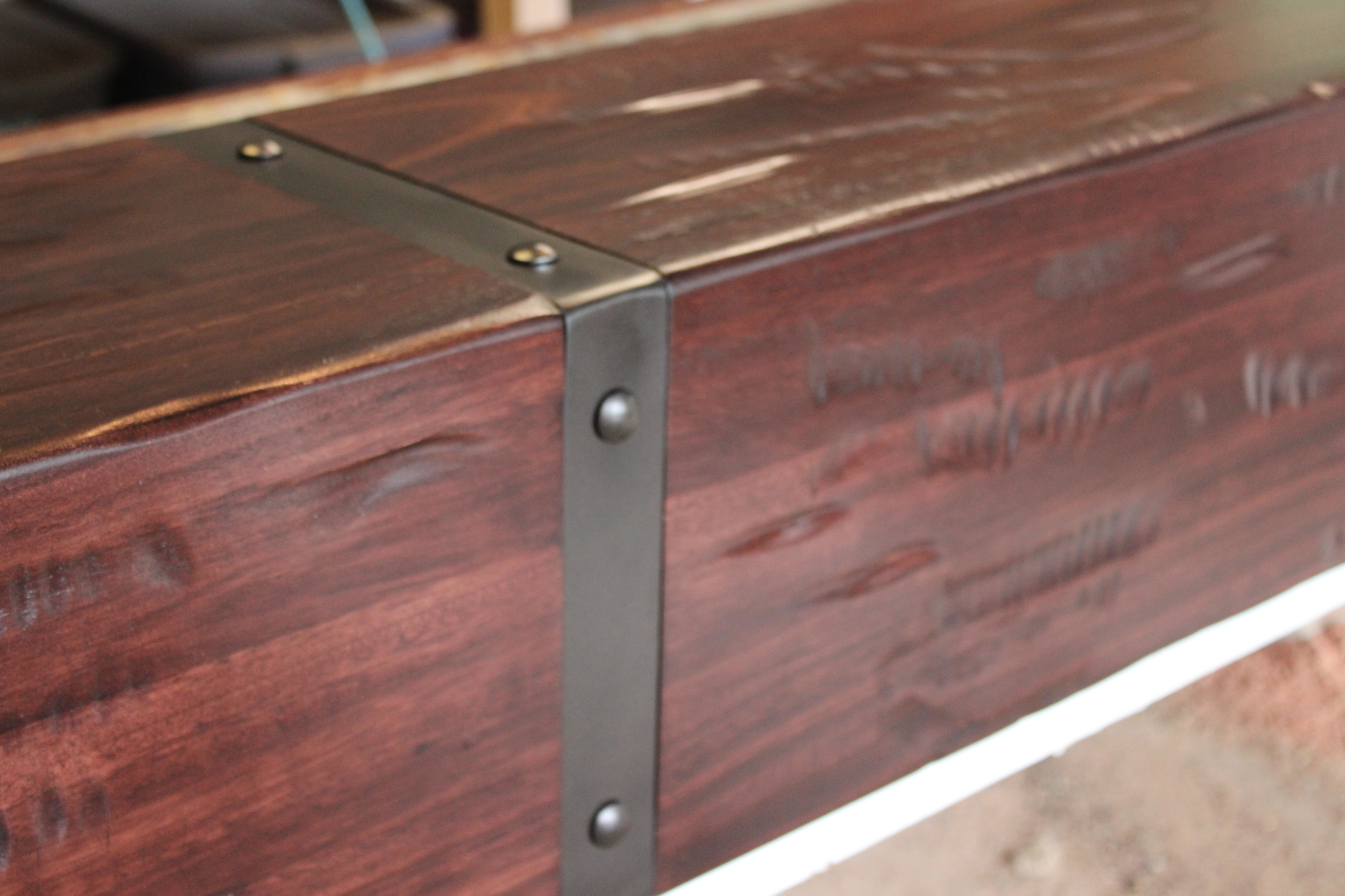Red Gratus hardwood mantle