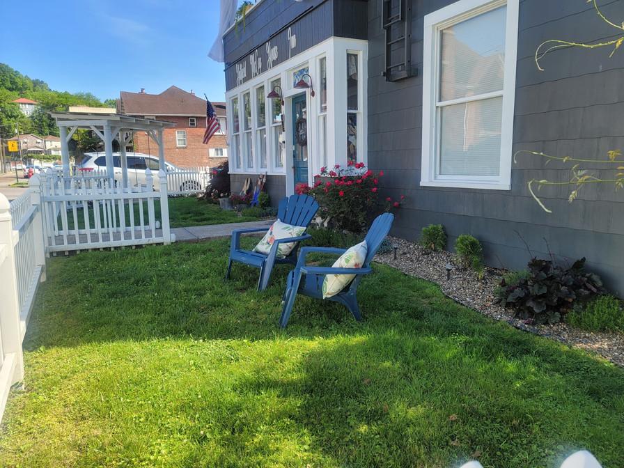 yard chairs at inn.jpg