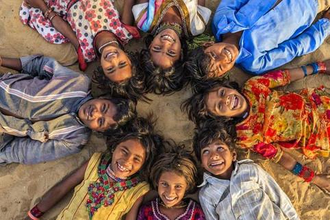 Pesquisa aponta que dentre as pessoas com uma religião as Hindus são as mais felizes