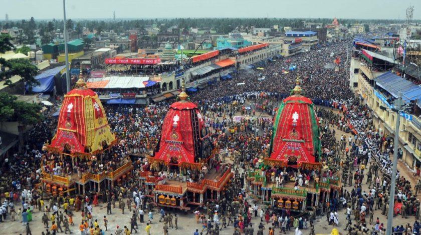 Carruagens em meio ao Festival Ratha Yatra