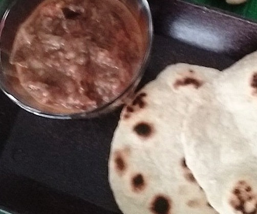 Pote de Chutney de Berinjela e Pão Chapati