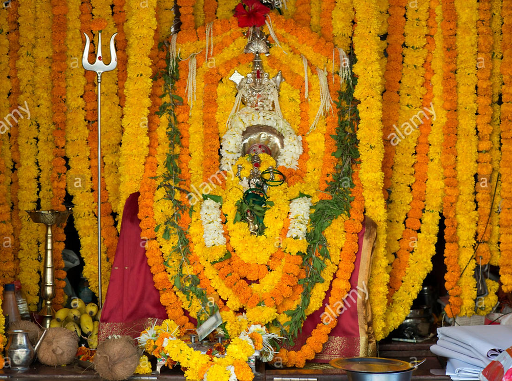 Puja, oferenda de flores à Durga Ma