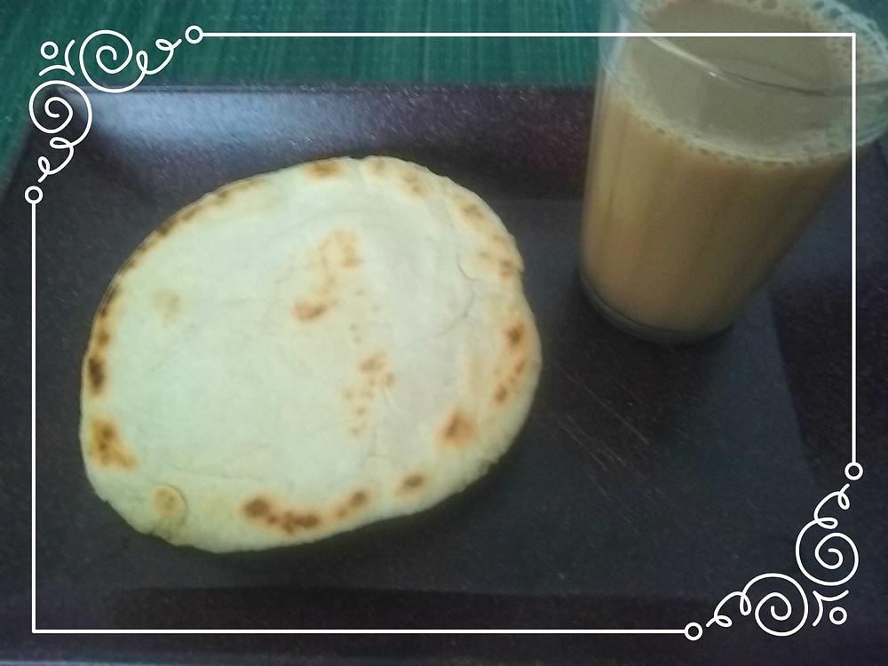 Pão Chapati e copo com Chai ao Lado