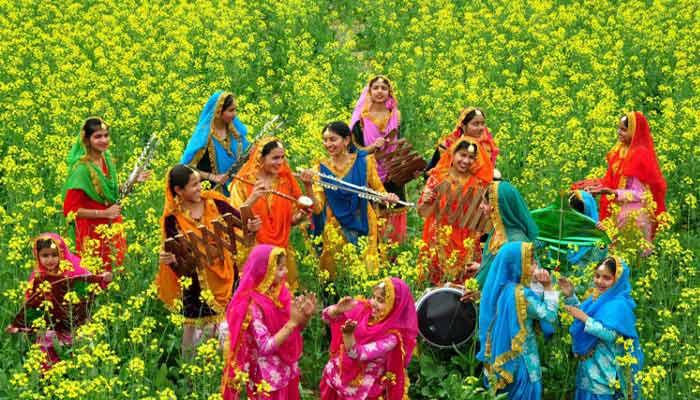 Jardim florido com mulheres