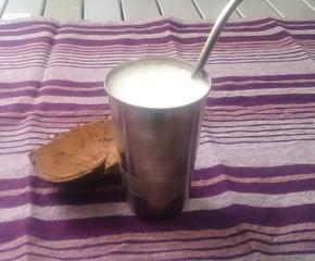 Receita Super Fácil de Lassi de Coco, uma bebida para dias quentes
