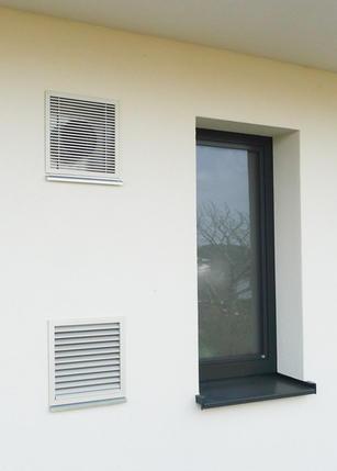 Ausführungsbeispiel Außenluft-Filterbox unten und Fortluftgitter oben