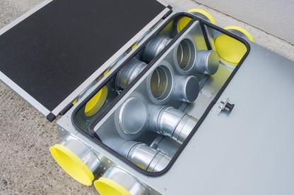 Combi-Box L mit Sicht auf Trennwand und Auskreuzung