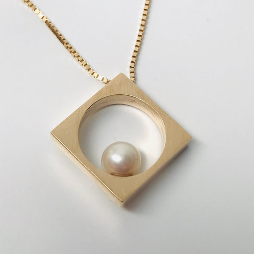 Gold Circle in Square with Pearl