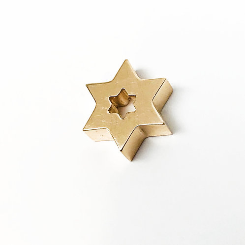 Small Solid Chunky Open Star