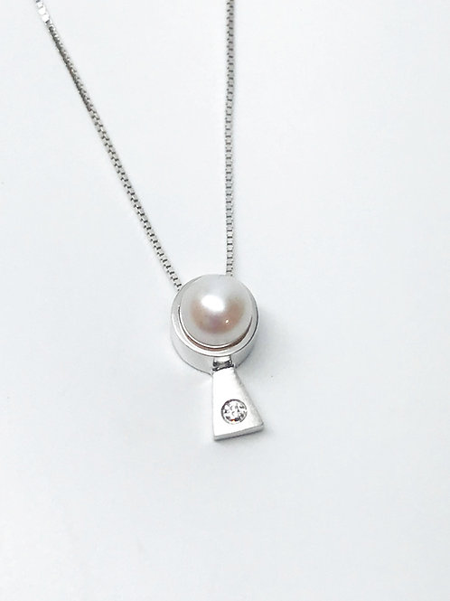 Gold Pendant with White Pearl and Diamond