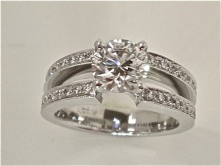 Engagement Ring with Round Brilliant Cut Diamond