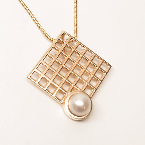 Grid with Pearl