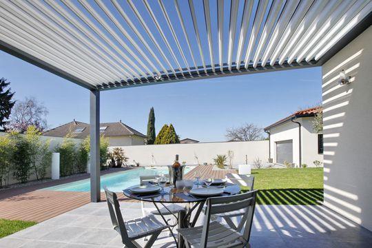 Pergola_bioclimatique_horizon_-_Aluminium_-_Excellence_Fenêtres_Sud_Gironde.jpg