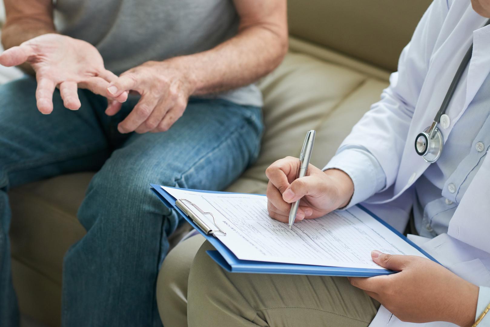 unrecognizable-doctor-talking-to-patient