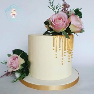 Fresh flower cake sharp edge buttercream