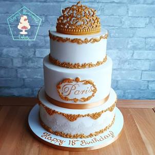 Three tier gold white vintage cake Baroq