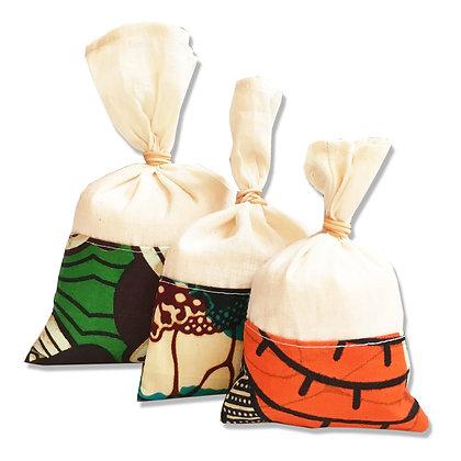 Pochette personnalisable avec logo en wax taille au choix pour cosmétique ou bijoux