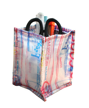 pot à crayon en sachet d'eau recyclé