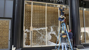 Chicago Businesses Begin Boarding Up Windows in Expectation of Riots
