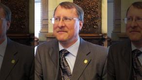 Kansas lawmaker imposes dress code on female witnesses