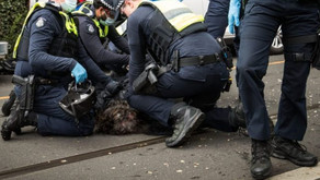 Hundreds Arrested as Anti-Lockdown Protesters Break Police Lines, Trample Officers