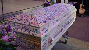 Friends of girl, 18, with leukemia sign her casket with loving messages in a final goodbye after she