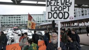 Climate activists block intersection near Dutch parliament