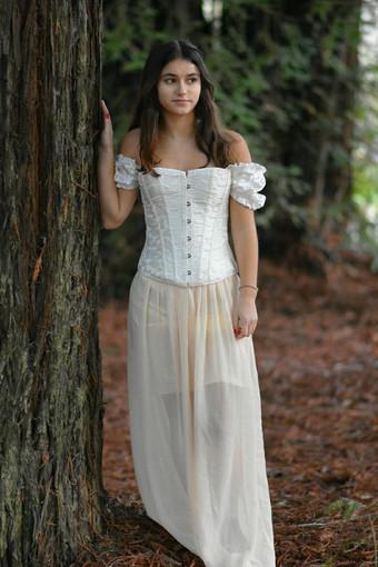 Jolie fairy / forest portrait