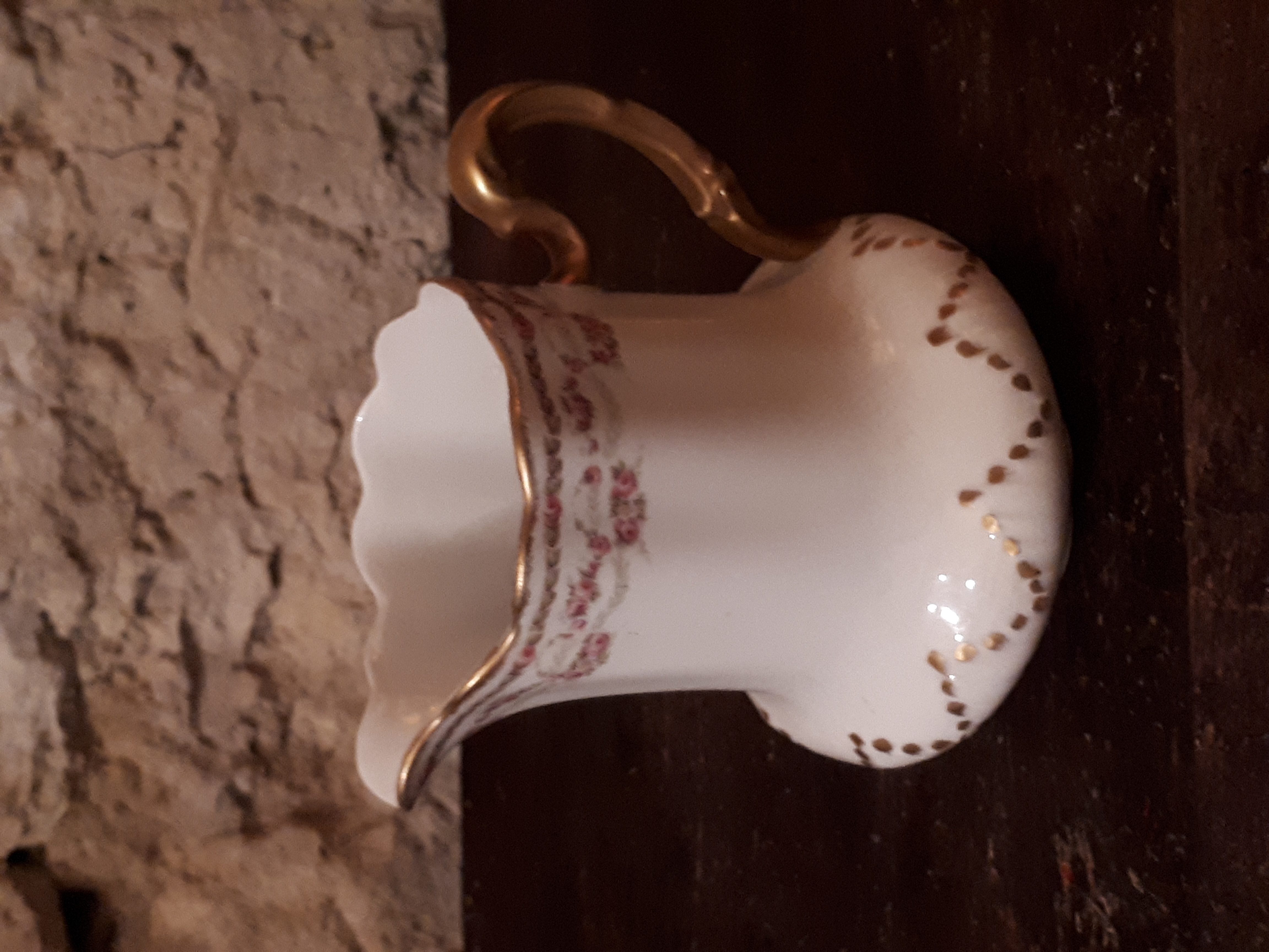 Pot à lait doré