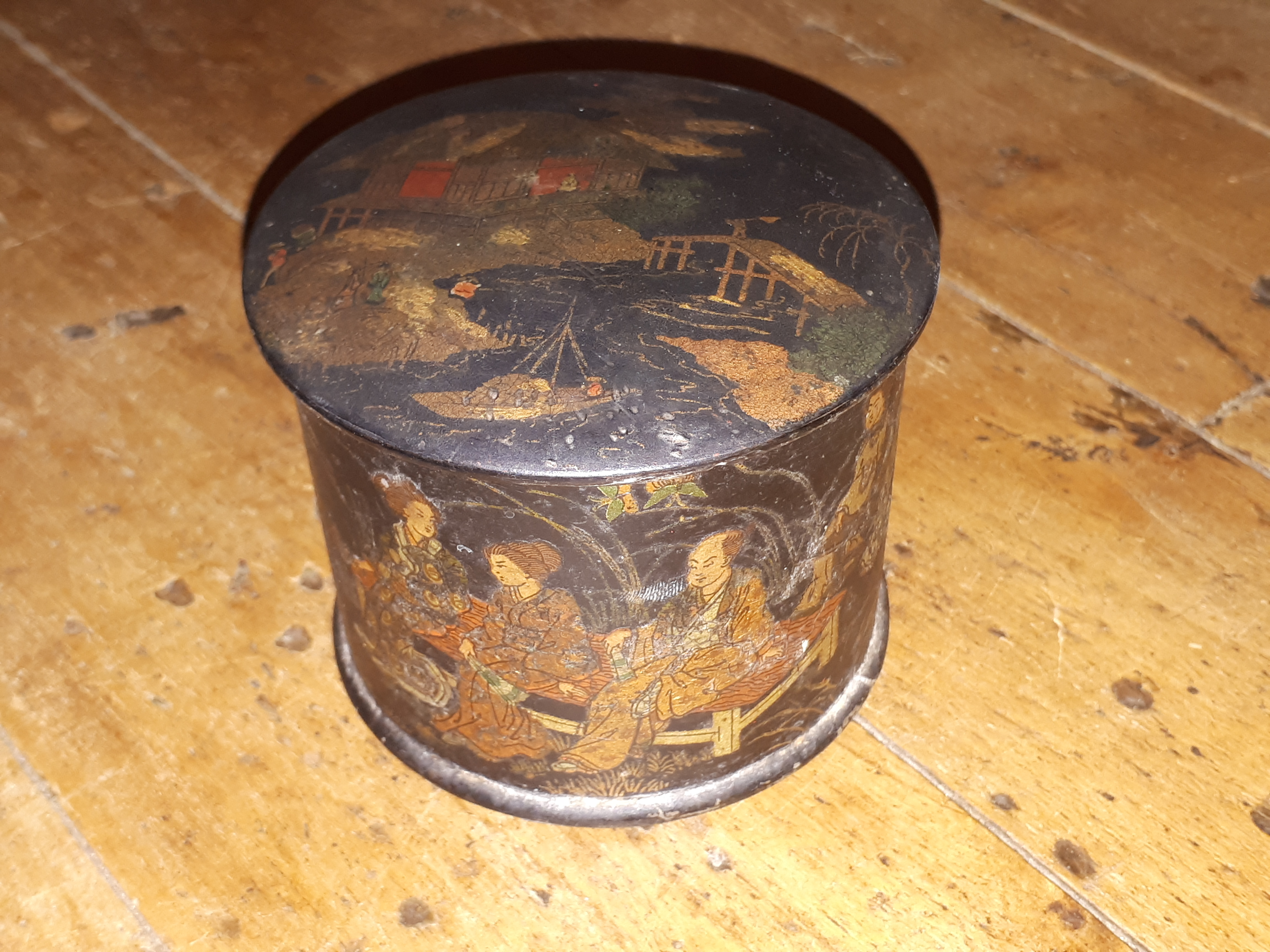 Small Japanese laquered papier maché box
