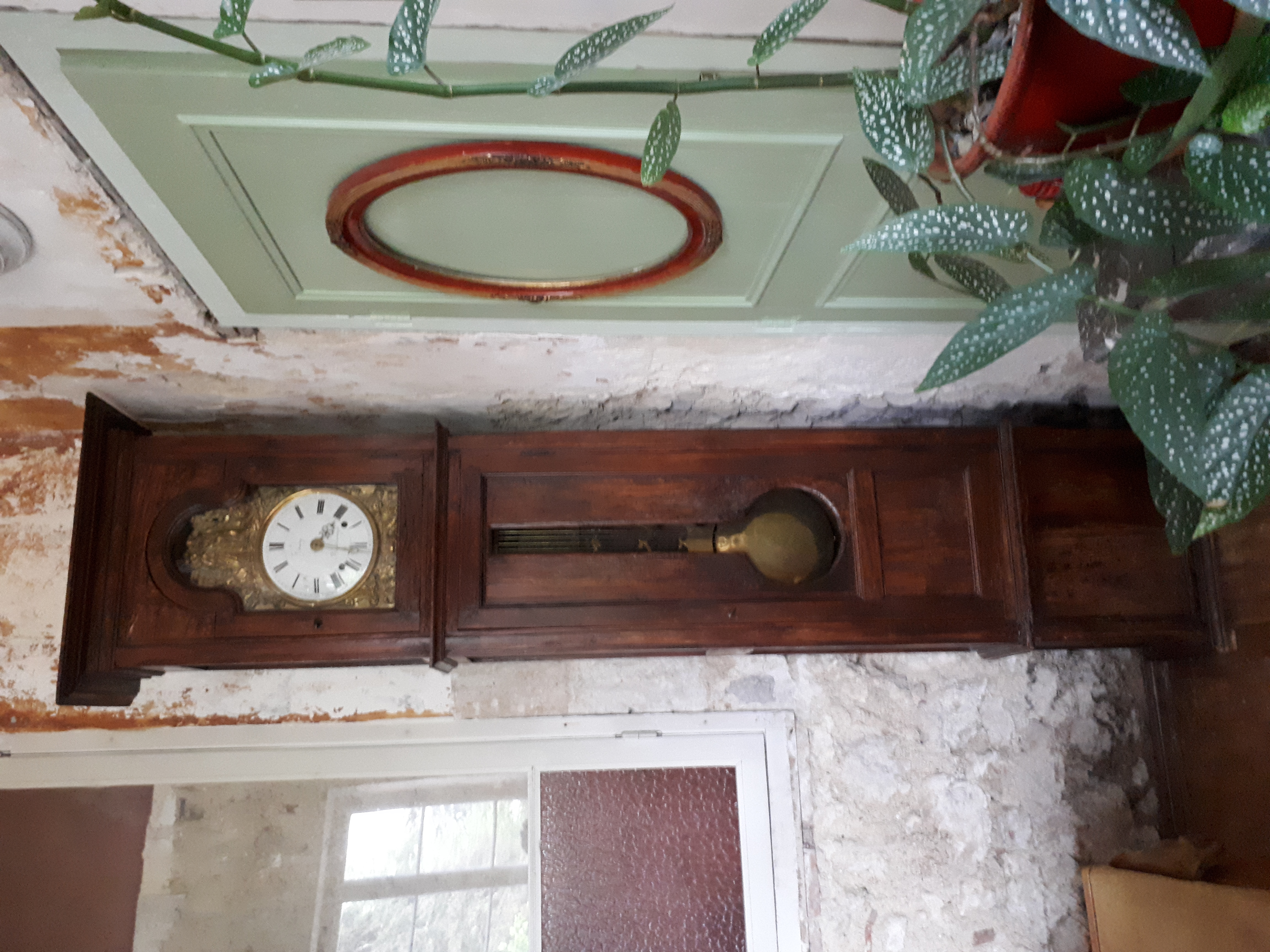 Grandfather clock, oakleaf decoration