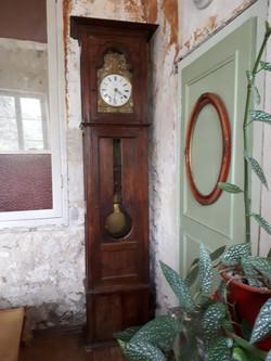 Grandfather clock, oakleaf decoration