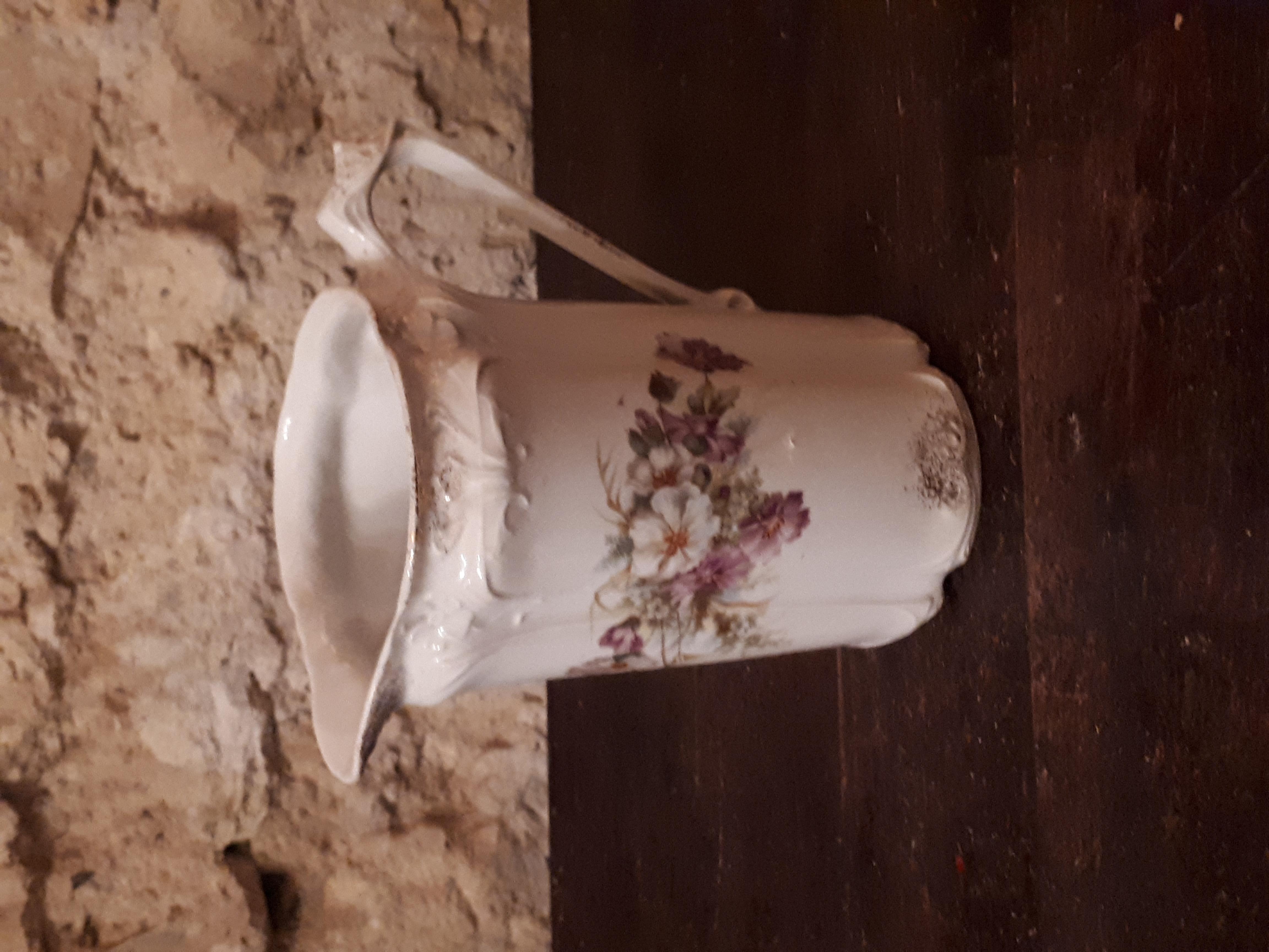 Pot à lait fleuri moyen