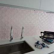 Gạch Vảy Cá Gợn Sóng Hồng Ảnh: Cộng Design Facebook:@ThietkecuaCong