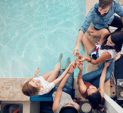 Ocelli-Img-friends-at-poolside