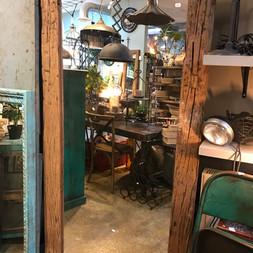 Spegel i återvunnet trä