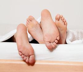samleje, sex fødder i sengen, Sex er ikke kun samleje, det er så meget mere. Prøv dig frem og husk nærhed og kærlighed