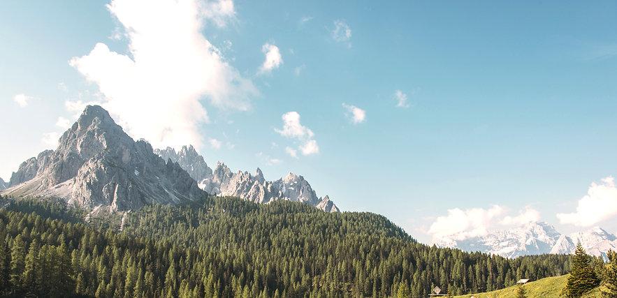 Cadeia de Montanhas com Versículo bíblico romanos 11:36