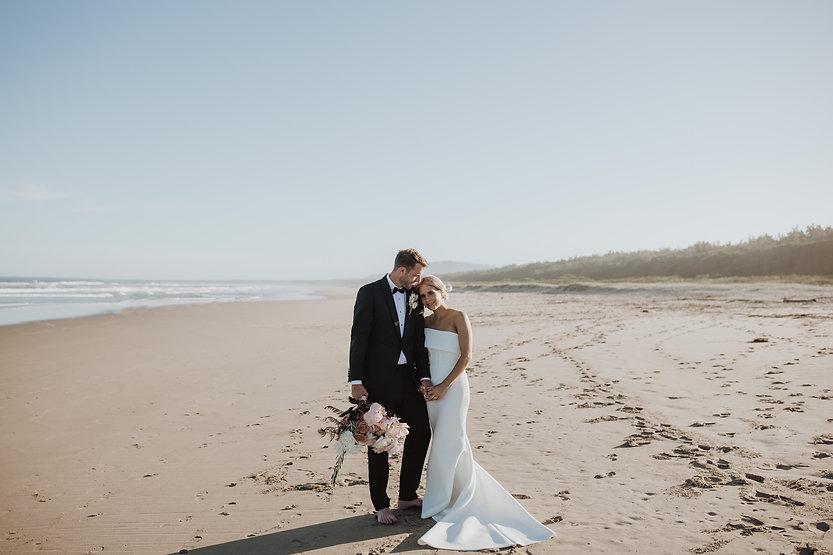 002_MA-557_Seacliff House Wedding Shot b