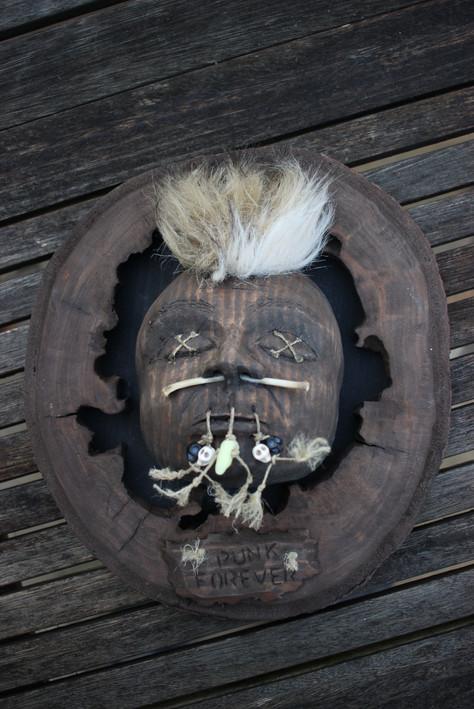 """Sculpture tête """"Punk is not dead"""""""