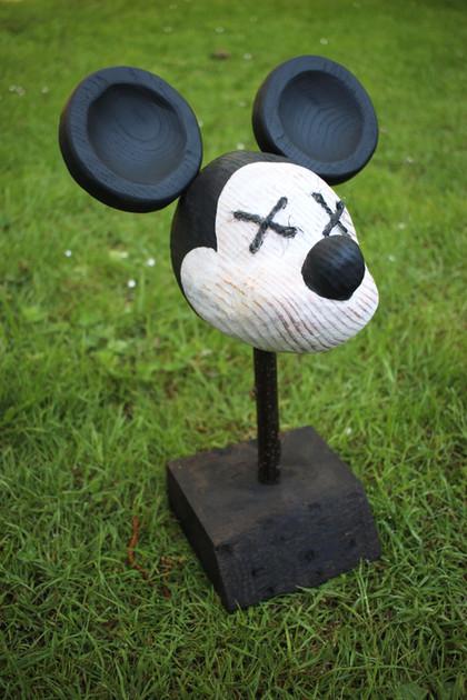 """Sculpture """"Dead Mickey Mouse"""" en bois, pièce unique. / Culture Pop / Cabinet de curiosités - Curiosity cabinet"""