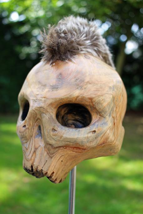 Sculpture tête de mort sculptée en bois punk indien iroquois crête totem trophée art tribal décoration cabinet curiosités
