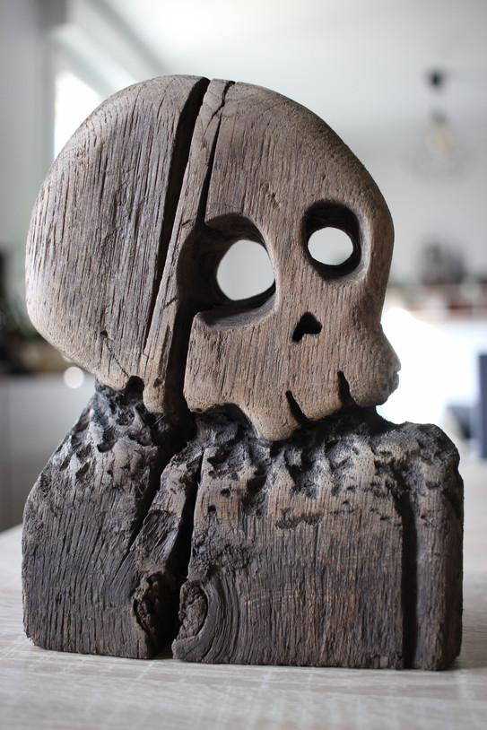 Panneau bois sculpté. Tête de mort pirate, skull