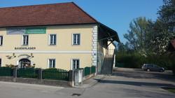 Lindenhof mit Parkplatz