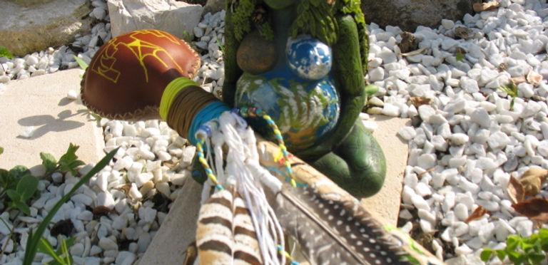 créations canalisées et en guidances de hochets chamaniques et d objets sacrés