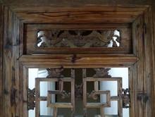 Le panneau sculpté restauré