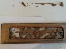Le panneau sculpté en pièces détachées