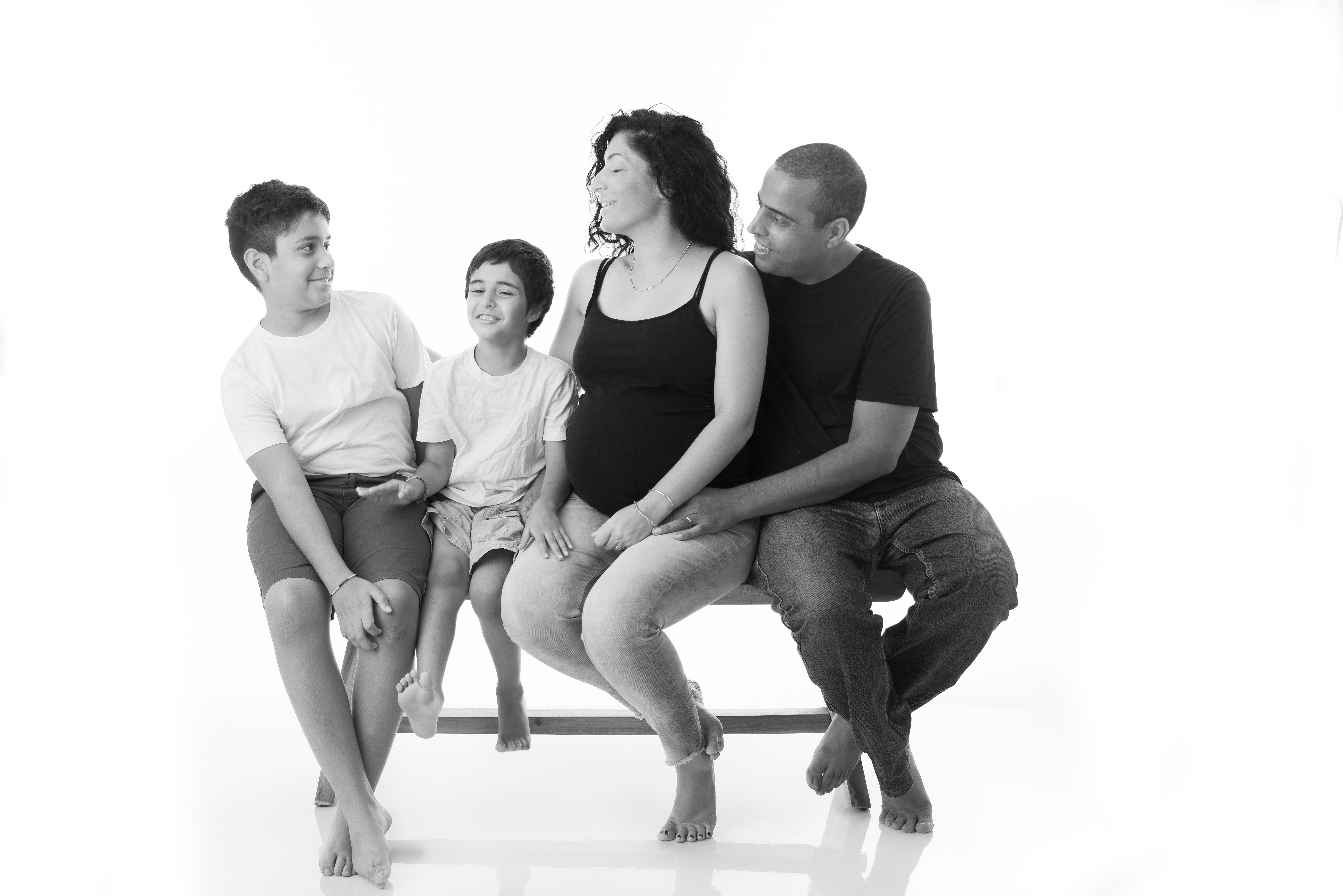 צילומי הריון ומשפחה בסטודיו